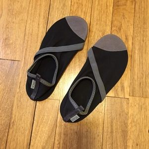 Shoes - FITKICKS slipper sock shoe